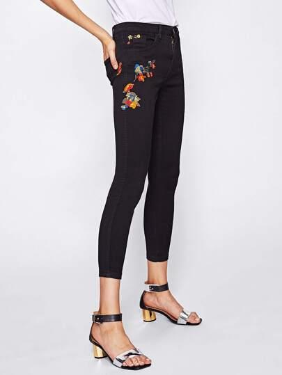 Pantaloni di jeans con ricamo