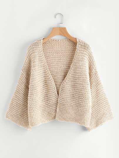 Cardigan tricoté avec la chute de l\'épaule