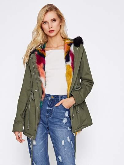 Cappotto con bordi a pelliccia ecologica