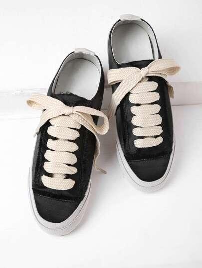 Zapatillas bajas de satén con cordones