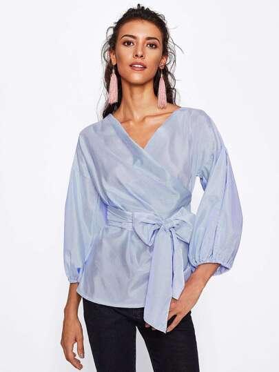 Bluse mit Laternenhülse und sehr tief angesetzter Schulterpartie