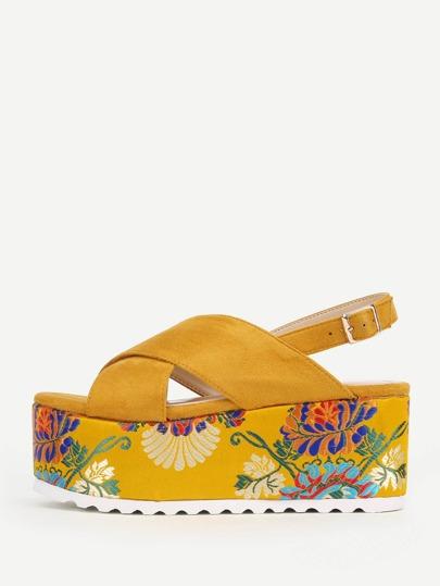 Sandales de plate-forme avec bande croisée