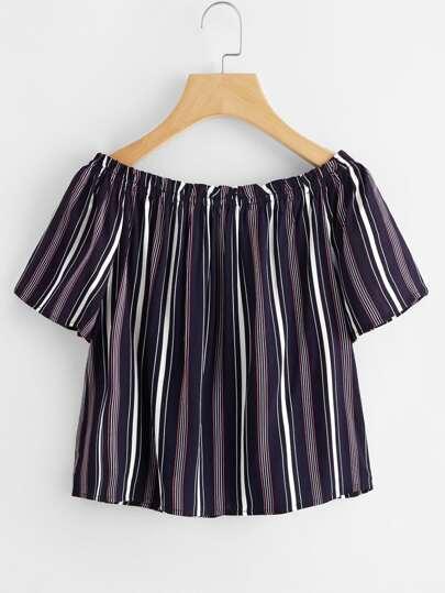 Blusa con cuello barco de rayas verticales