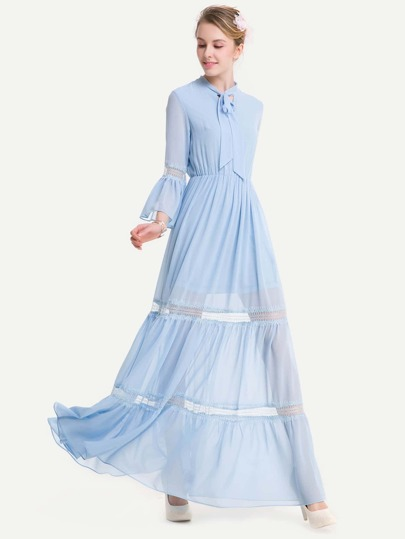 Kleid mit Spitzen, Band am Hals und Flötehülse