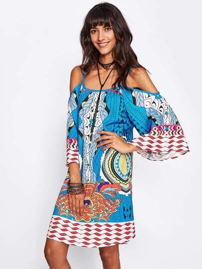 Kleid mit Geomuster und Kimonoärmeln
