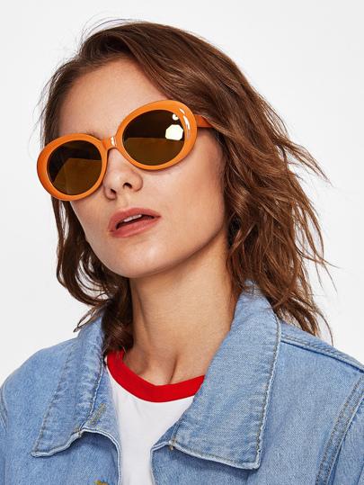 Gafas de sol con montura en contraste con lente plano