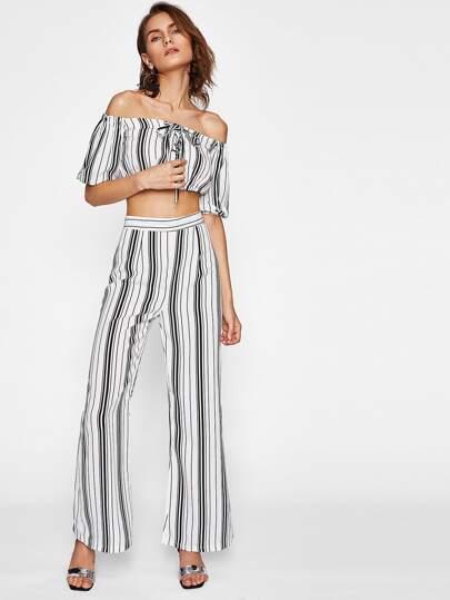 Top corto de hombro al aire con cordón de rayas con pantalones