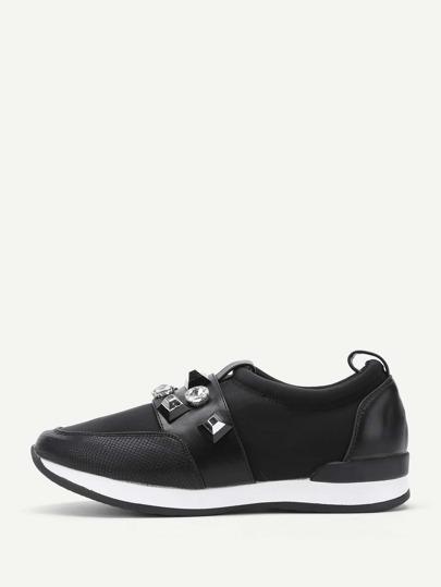 Zapatos bajos con detalle de tachuelas