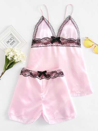 Conjunto de pijama de satén con detalle de lazo y ribete de encaje