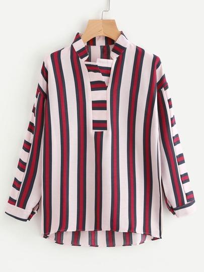 Bluse mit sehr tief angesetzter Schulterpartie, abfallendem Saum und Streifen