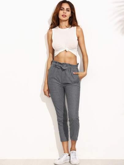 Pantalons à rayures taille ruchée avec une ceinture