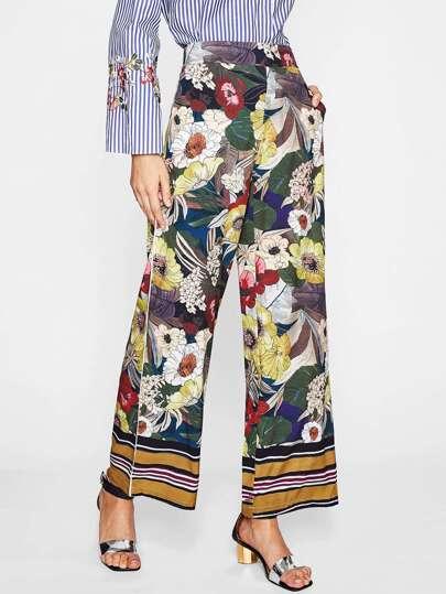Pantaloni con fondo ampio con stampa di calicò