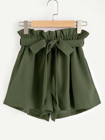 Pantaloncini con fronzolo in vita