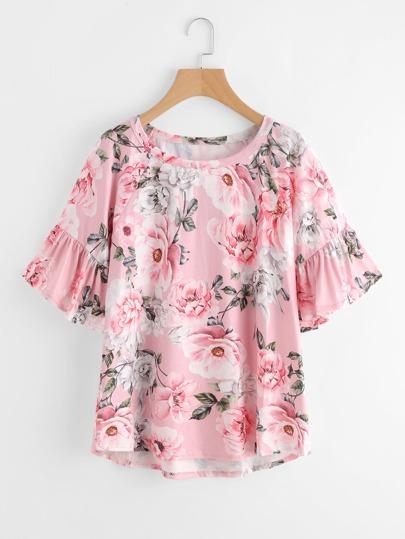 T-Shirt mit Blumen und Falten auf den Ärmeln