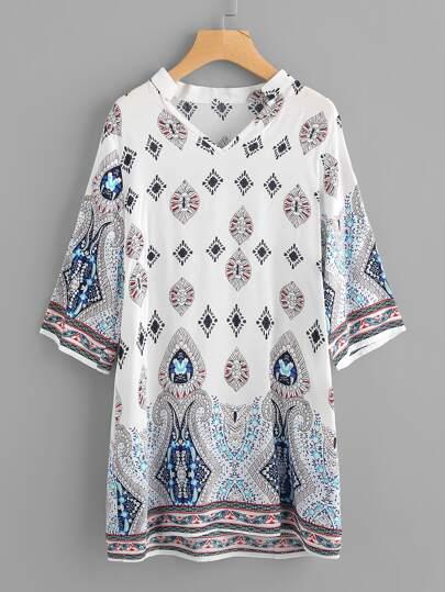 Kleid mit V-Ausschnitt und Muster