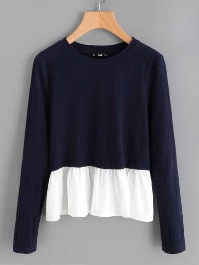 T-shirt in maglia a coste con fronzolo a contrasto