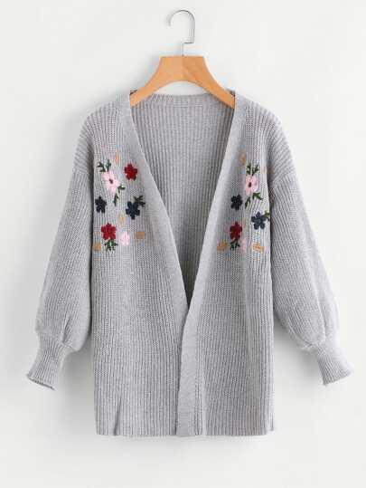 Sweater brodé des fleurs avec la chute de l\'épaule