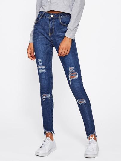 Jeans mit ausgefranstem Saum und Rissen