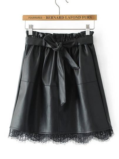 Модная кожаная юбка с поясом и кружевной вставкой