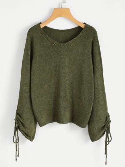 Pullover mit V-Ausschnitt und geraffter Hülse