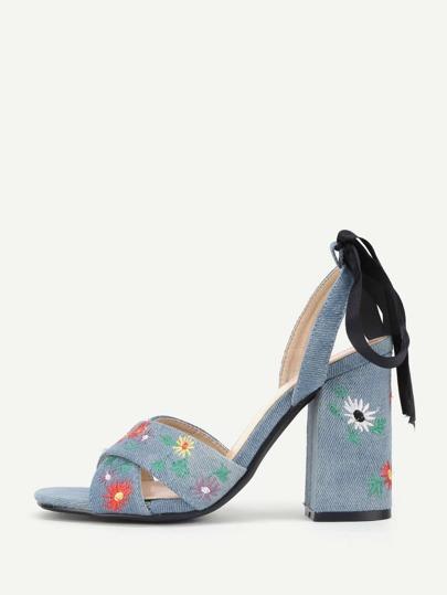 Sandalias de bordado con diseño de lazo