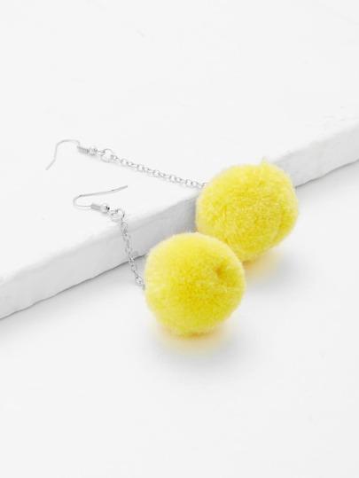 Boucles d\'oreille design de pompon