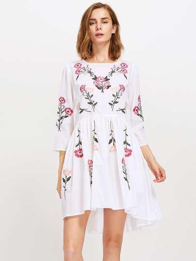 Модное асимметричное платье с вышивкой