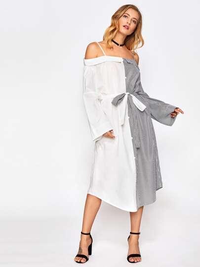 Schulterfreies Kleid mit Streifen und gekrümmtem Saum