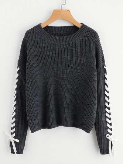 Maglione con maniche con laccetti