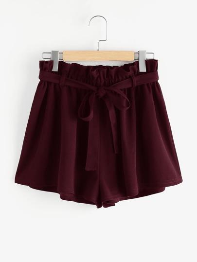 Shorts mit Falten um die Taille und Selbstgürtel