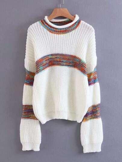 Sweater col relevé avec la chute de l\'épaule