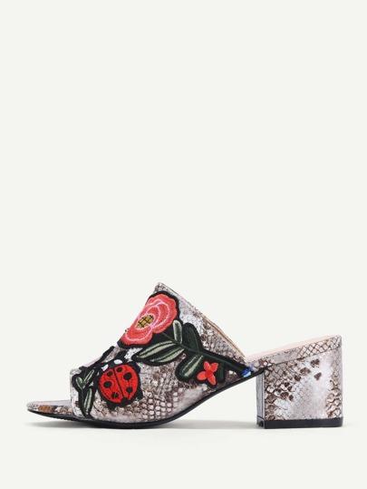 Sandalias de pu con bordado con estampado de piel de serpiente