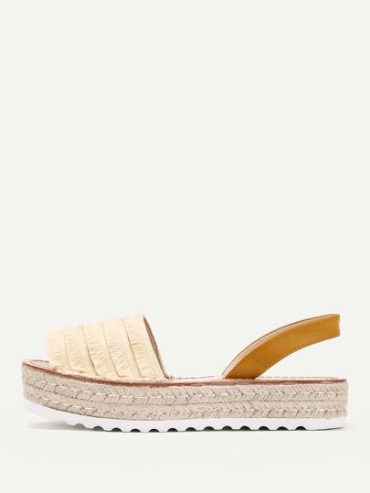 Sandales au coin avec des franges à étages