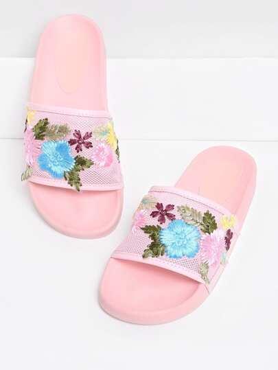 Sandalias con bordado