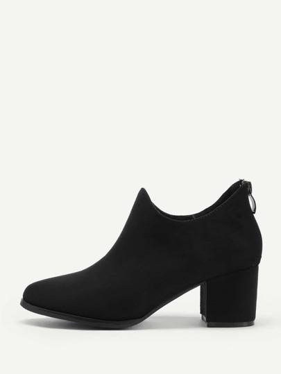 Mandelzehe Stiefel mit Reißverschluss hinten und Bolck Heeled
