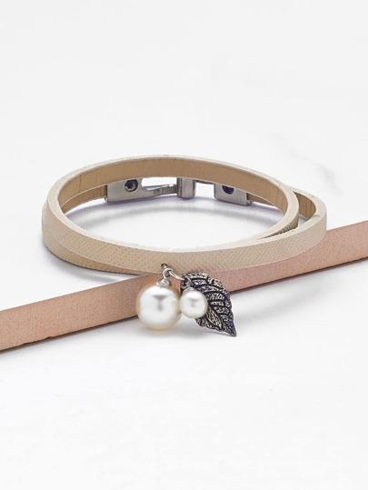Brazalete de pu con detalle de perla de imitación