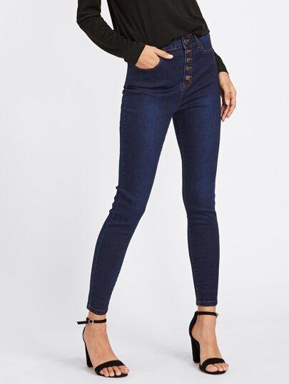 Jeans mit dunkler Waschung und Knöpfen vorn