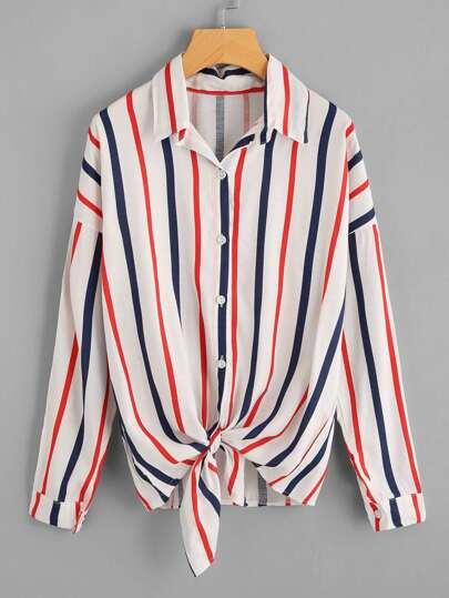 Blusa de rayas verticales con nudo de hombros caídos