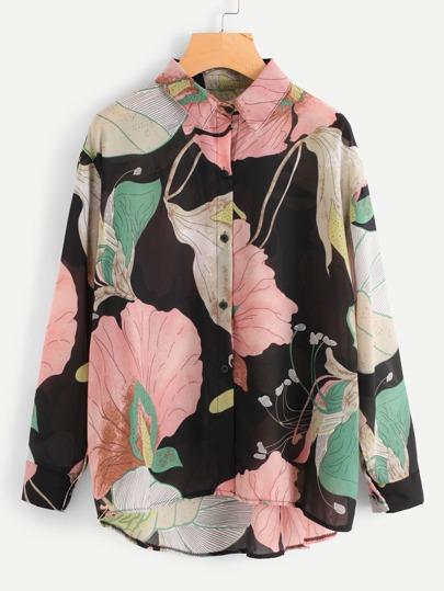 Bluse mit Blumen und abfallendem Saum