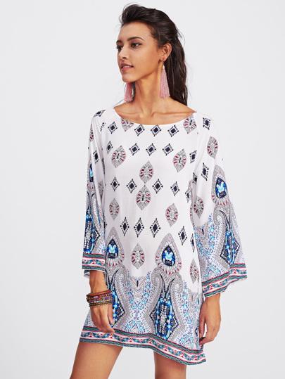 Kleid mit aufwendigem Muster und Kimonoärmeln