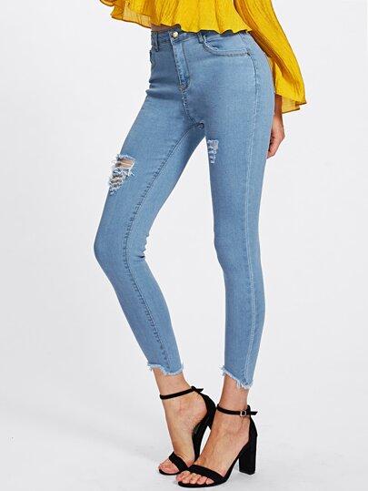 Schmale Jeans mit Rissen und ausgefranstem Saum