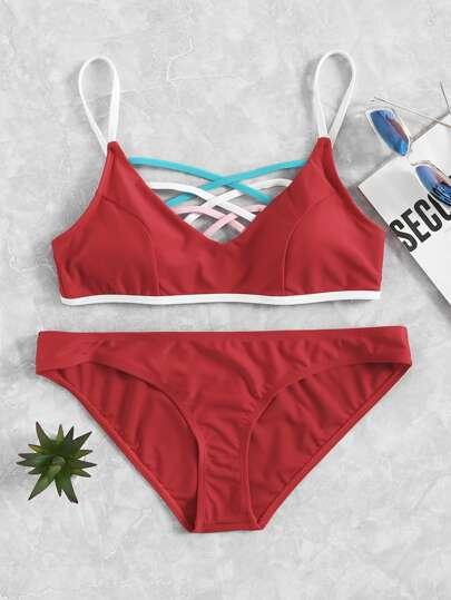 Conjunto de bikini con tiras cruzadas