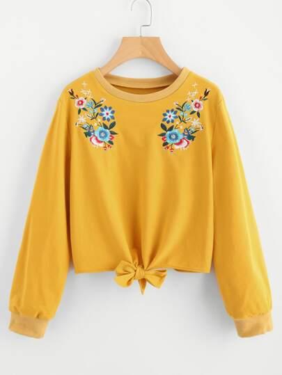 Pullover mit Schleife und symmetrischen Stickereien