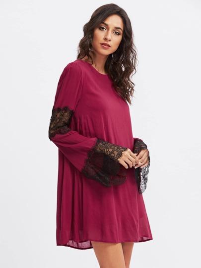 Robe avec garniture de dentelle
