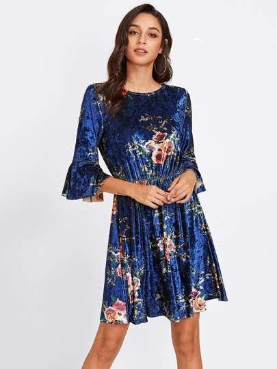 Vestito floreale in velluto con maniche svasate