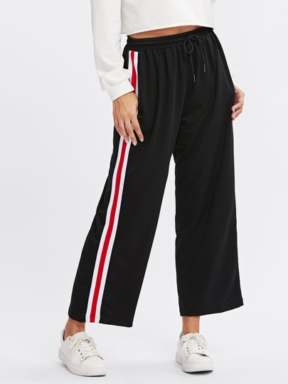 Pantalones a rayas al lado con cordón