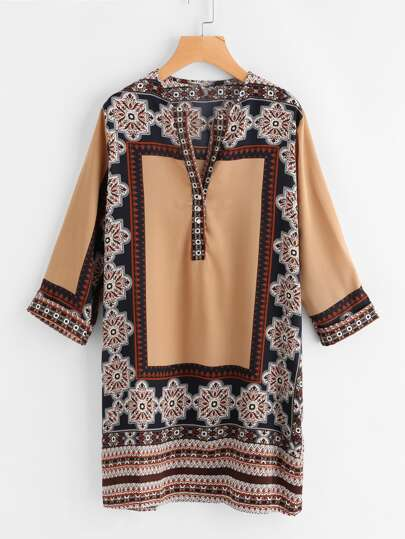 Модная блуза с принтом и V-образным вырезом