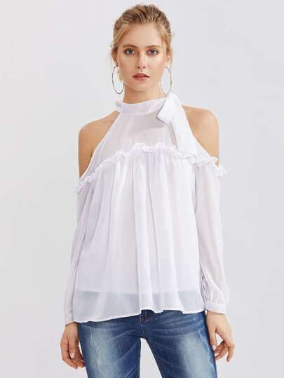 Schulterfreie Bluse mit Falten und Schleife
