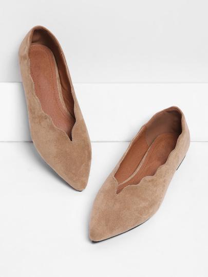 Spitze flache Schuhe mit geschupptem Saum
