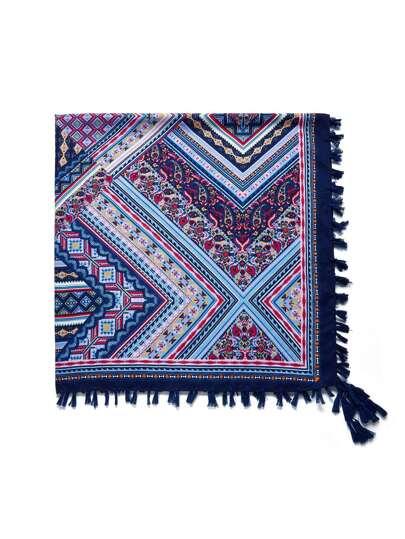 Schal mit Muster und Quaste
